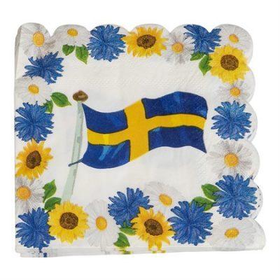 Servetter med blommigt somrigt mnster och Sverigeflagga. Riktig midsommarkänsla över dem här.
